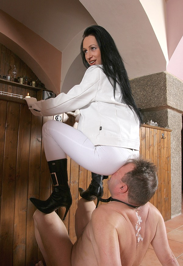 Old Chair Slave Femdom Full Weight Facesitting