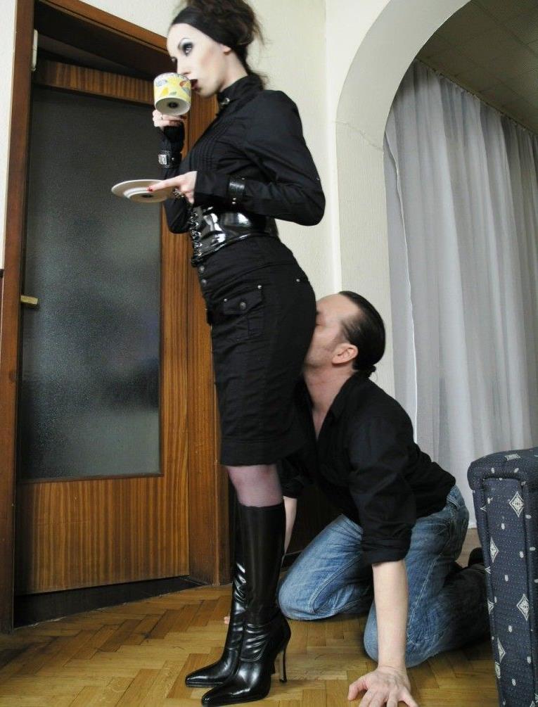 Lifestile Ass Worship Female Domination For Gothic Queen Bojana