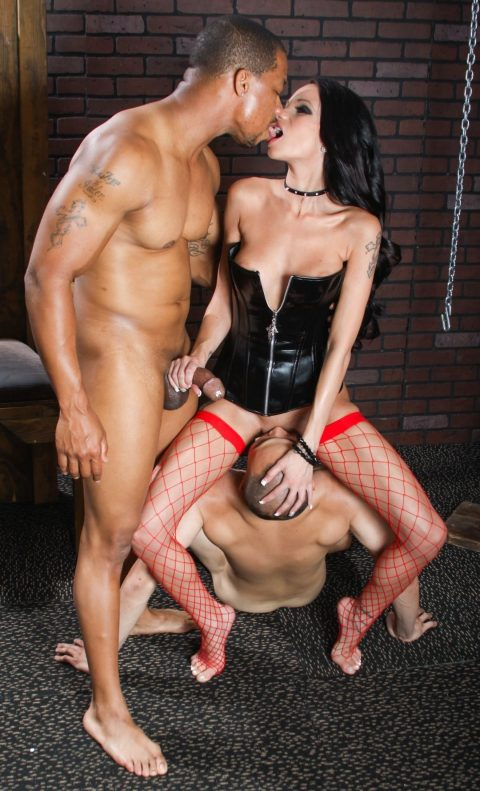 Cuckold Makes Cunnilingus To Mistress Raven Bay While She Is Kissing Her Lover