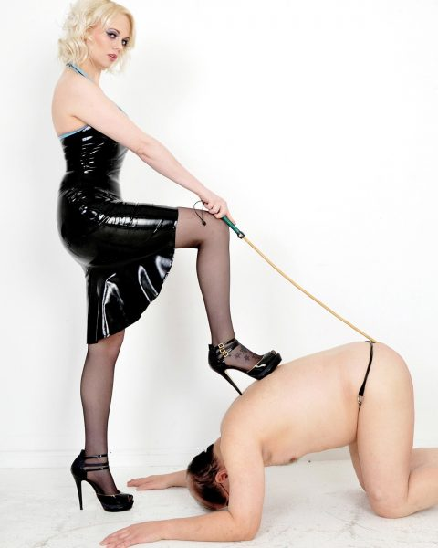 Fat Slave Must Knelt Before Mistress Heather and Worship Her Femdom