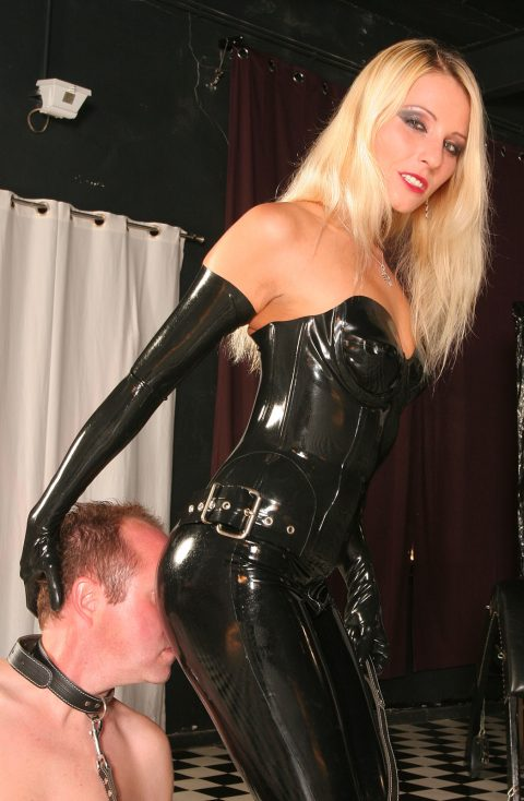 Slave Knelt and Worship Natalie Black's Ass In Sexy Latex