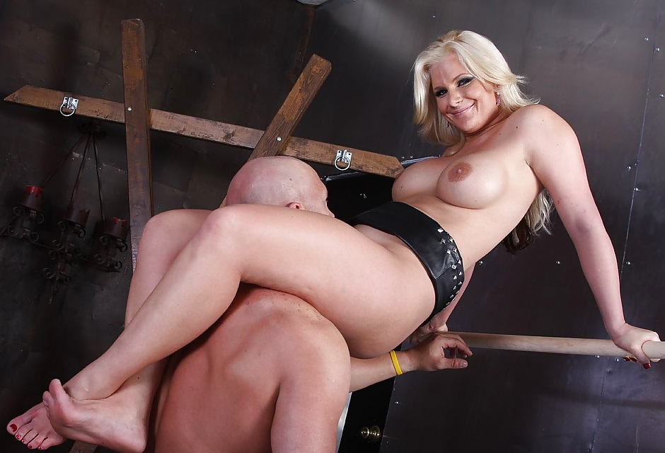 Mature Curvy Mistress Scissoring Femdom For Bald Slave