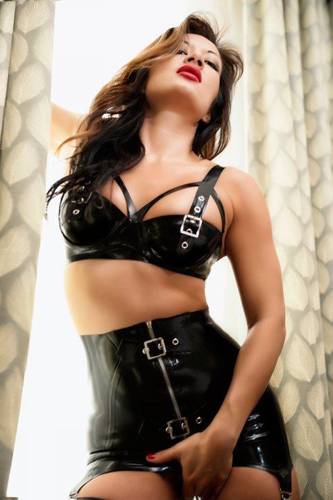 Sexy Milf Mistress Jasmine In Sexy Latex