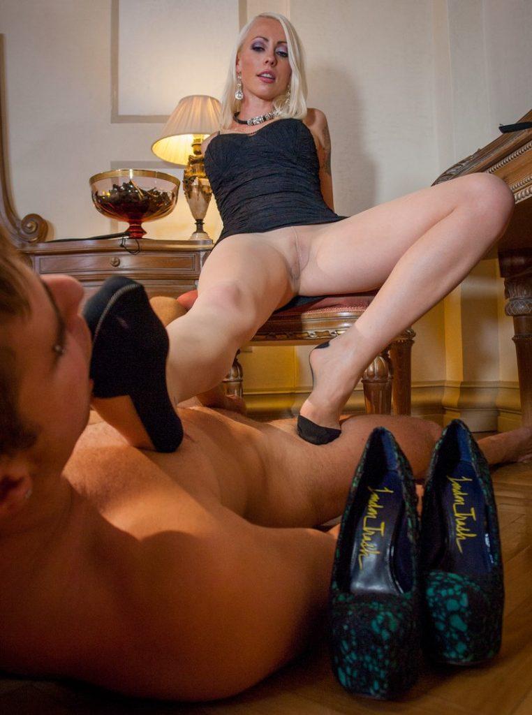 Mistress Lorelei Lee's Nylon Feet Licking POV