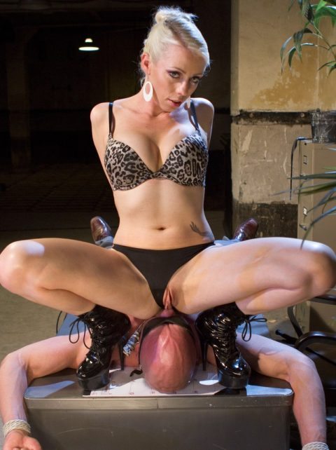 Mistress Lorelei Lee In High Heels Boots Facesitting On Bondage Bald Slave For Deep Rimjob Serve