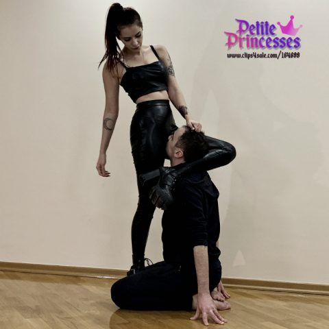 Tattooed Young Mistess In Leathe Pants and Boots - Scissor Hold Slave's Head For Rough Pussy Worship Femdom