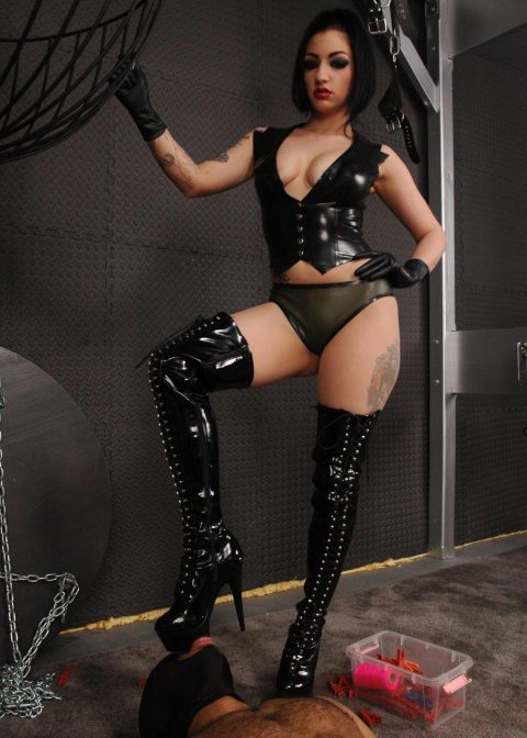Boot's Soles Cleaner Slave in Mask For Cruel Goddess Cybill Troy In Leather Corset and High Heels