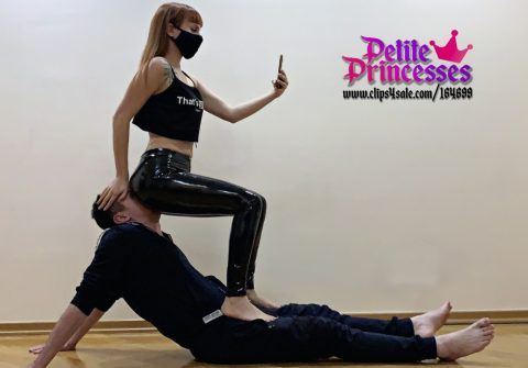 Petite Princess Kira Uses Human Chair Slave For Fullweight Facesitting In Latex Leggings and Selfie - Ignored Human Furniture Femdom